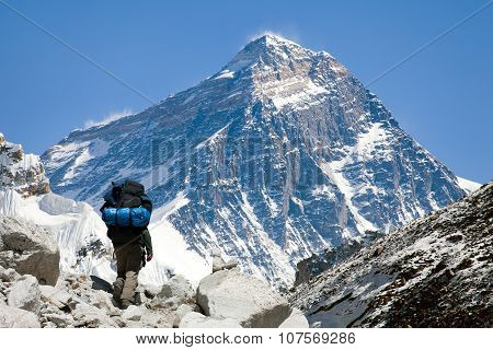 View Of Everest From Gokyo Valley With Tourist