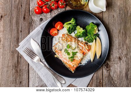 Grilled Salmon Steak With Cream Sauce