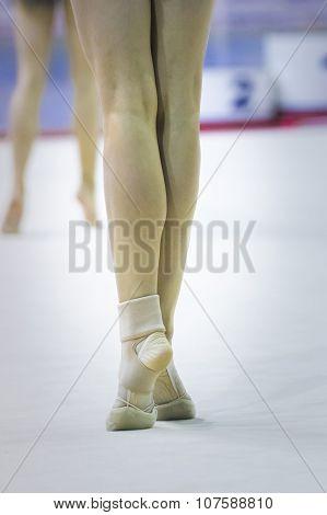 foot girl gymnastics