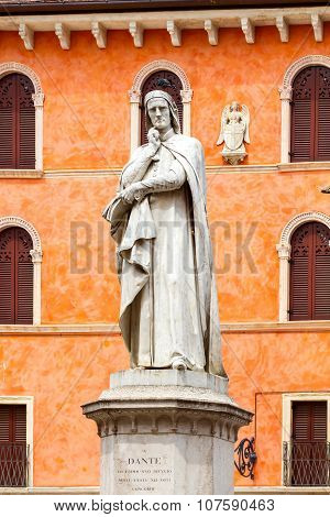 Verona. Monument to Dante.