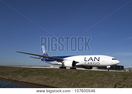 Big cargo plane on shiphol airport
