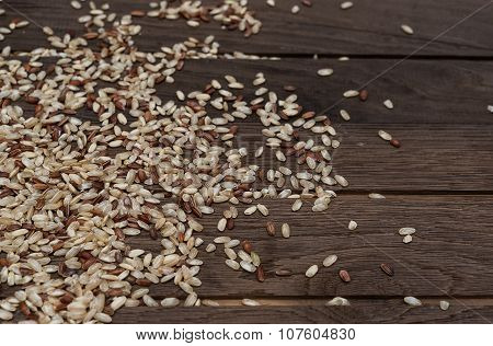 Brown rice on wooden backgroung