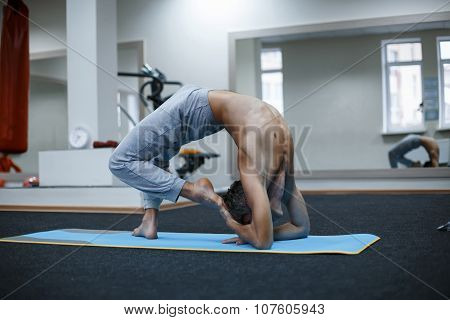 Athletic Muscular Young Man Working Out, Yoga, Pilates, Fitness Training, Doing Side Bend, Asana Par