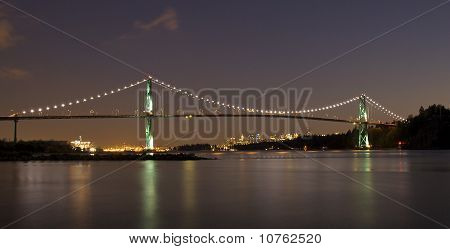 Lions Gate Bridge Lichter in der Nacht