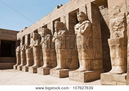 statues of pharaohs