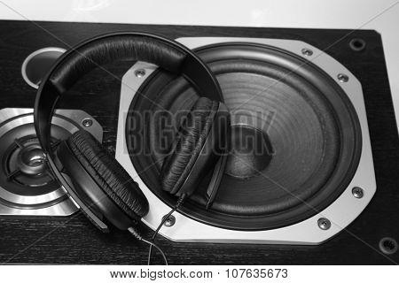 Headphones on stereo speakers