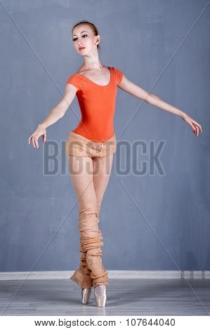 Slim Ballerina Rehearsing Dance. On Tiptoe.
