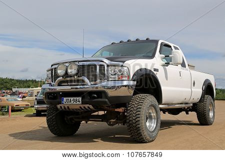 White Ford F250 Super Duty Pickup Truck