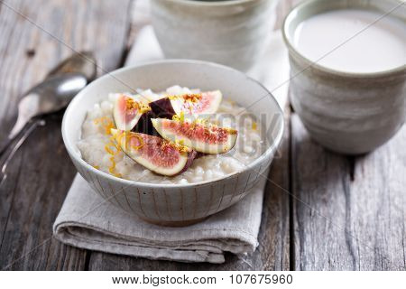Rice pudding with vanilla and fresh figs