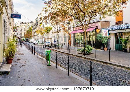Cours Des Petites Ecuries In Paris