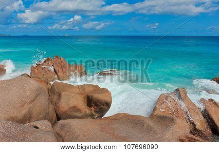 Sunlit Sea Foam LaDigue Stones