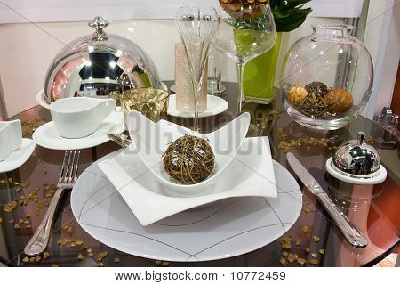 Exclusive Tableware