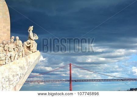 Padrao Dos Descobrimentos Landmark With 25 De Abril Bridge