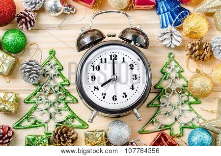 Alarm Clock Whit Christmas Decoratrions.