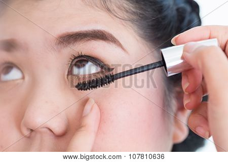 Makeup Artist Used Mascara Brush With Beautiful Woman Eyelashes