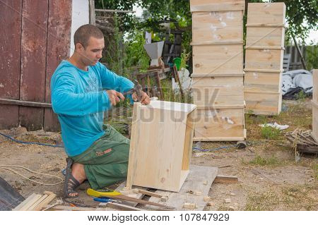 Ukrainian peasant making beehives