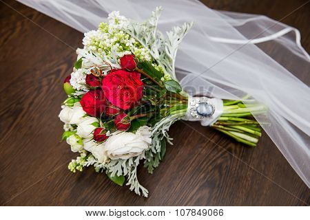Vintage wedding bouquet with rings and veil