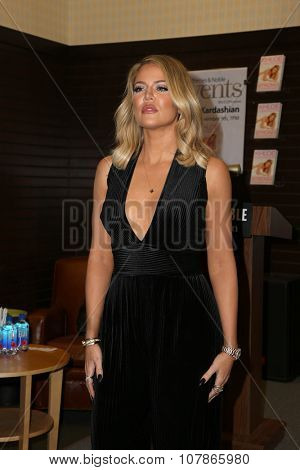 LOS ANGELES - NOV 9:  Khloe Kardashian at the Booksigning of Khloe Kardashian's book