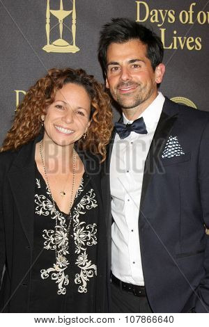 LOS ANGELES - NOV 7:  Meredith Scott Lynn, Adam Huss at the Days of Our Lives 50th Anniversary Party at the Hollywood Palladium on November 7, 2015 in Los Angeles, CA