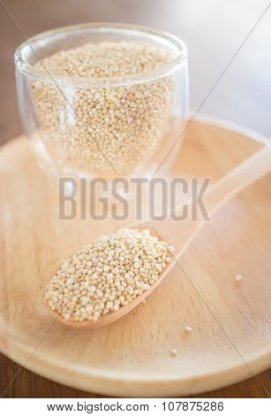 Raw Organic White Quinoa Seeds
