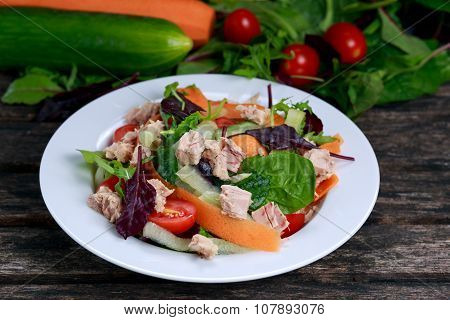 Tuna Salad With Spinach, Rocket, Red Ruby Chard, Tomatoes, Cucumbers, Carrot, Red Onion,  On Old Woo