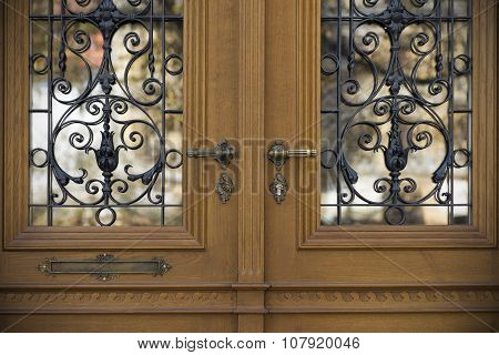 Old doors, handles, locks, lattices and windows