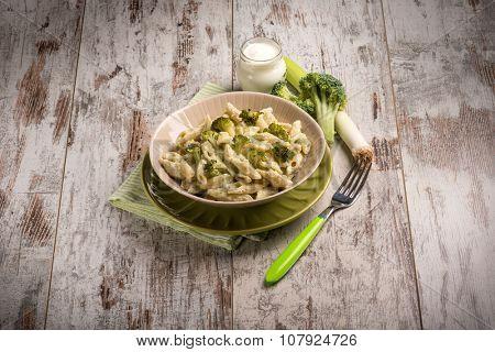 pasta with broccoli leek and yogurt sauce or cream sauce