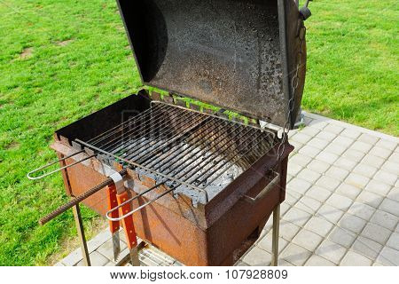 Brazier With A Cover