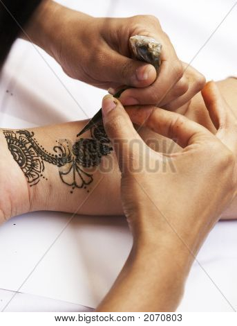 Henna Tattooing 2-3