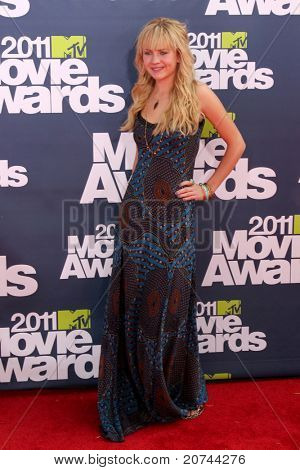 Los Angeles jun 5: Britt Robertson an der 2011 Mtv Movie awards bei Gibson-Ampitheatr