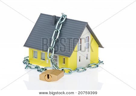 Alarm safe house with chain