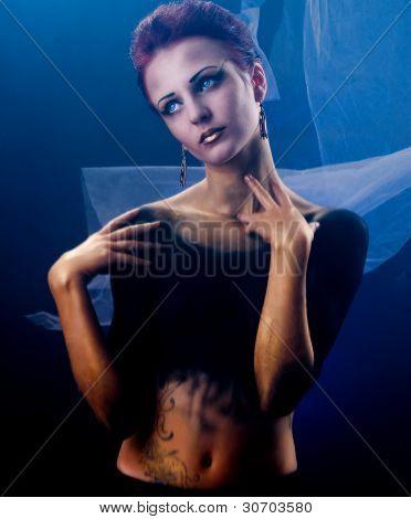 girl with gold dark body art