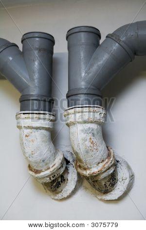 Rohre für den Wasserablauf