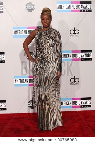 LOS ANGELES - NOV 20:  Mary J. Blige arrives to the American Music Awards 2011  on November 20, 2011 in Los Angeles, CA