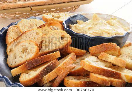 Hummus And Mini Toasts