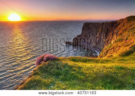 Cliffs of Moher, ao pôr do sol no co. Clare, Irlanda
