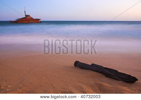 beach wreck