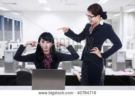 Bussinesswoman Bully At Office