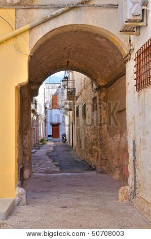 Alleyway. Manduria. Puglia. Italy.
