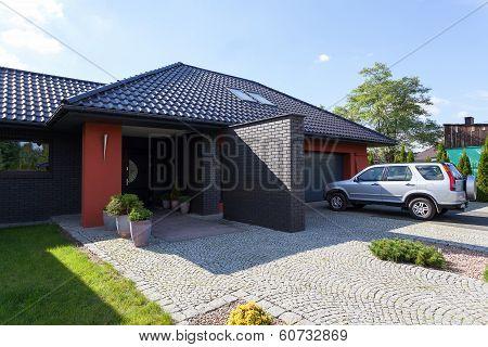 House Nad Garrage
