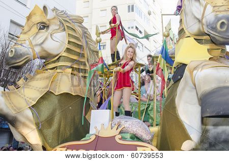 Woamen dressed riding in a chariot