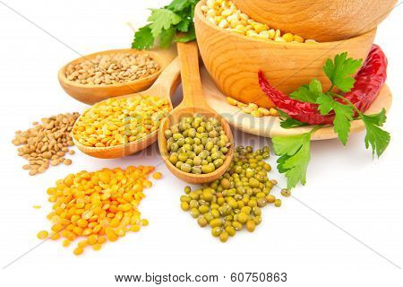 Lentil Bean In Wooden Plate With Spice Food Photo