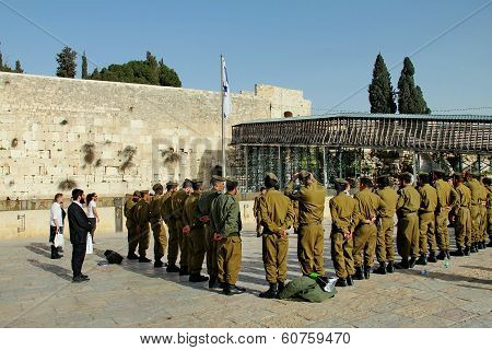 JERUSALEM, ISRAEL - FEBRUARY 13 : Soldiers of Israel defense force arrived at the Western Wall. Brie