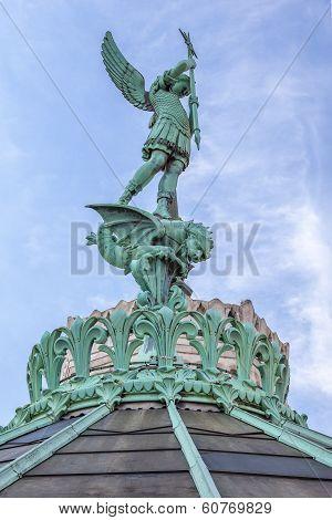 Saint-michel Statue