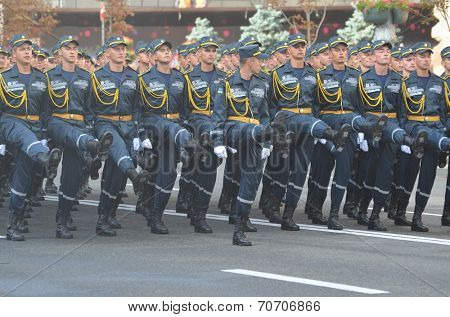KIEV, UKRAINE - AUG 24, 2014.Ukrainian army during President Poroshenko Victory parade in downtown.  August 24, 2014 Kiev, Ukraine