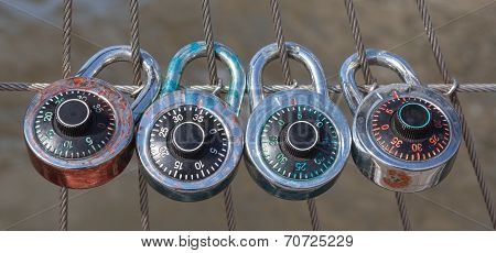 The 4 Dial Locks With Code, Dial Lock With Nylon Fence