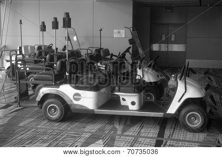 Airport Cruise Car