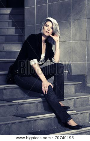 Young fashion business woman sitting on the steps