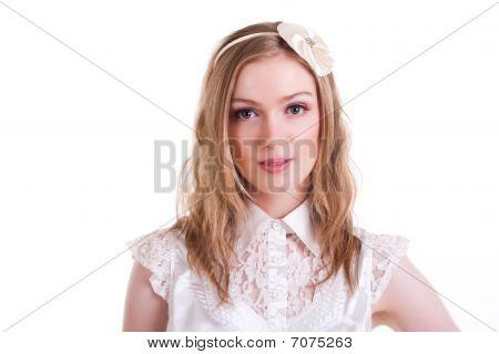 Atractiva joven sonriendo. Aislado
