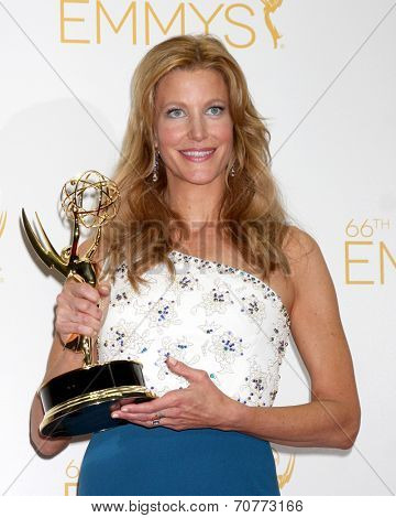 LOS ANGELES - AUG 25:  Anna Gunn at the 2014 Primetime Emmy Awards - Press Room at Nokia Theater at LA Live on August 25, 2014 in Los Angeles, CA